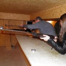 Taiklumo išbandymas mokyklos šaudykloje.