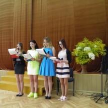 Mokyklos aktų salėje vyko šventinis koncertas.